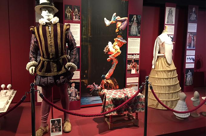 Globe Theater tour on a London Untour